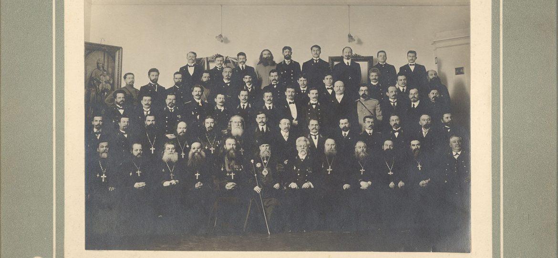 Собрание духовенства и чиновников Области Войска Донского во главе с архиепископом Митрофанием 1885 г