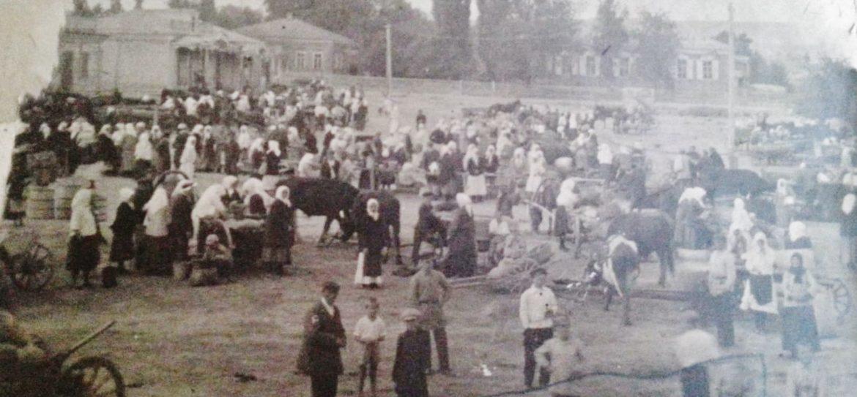 клетская площадьФото взято из семейного альбома моего деда Алексея Петровича Белоусова.(второй слева в нижнем левом углу)